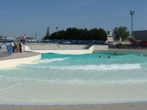 piscina con le onde
