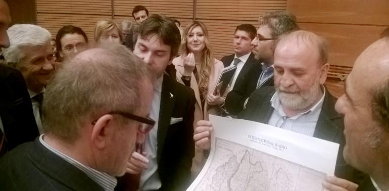 Alloni consegna a Maroni la carta dell'ex provincia Crema-Lodi