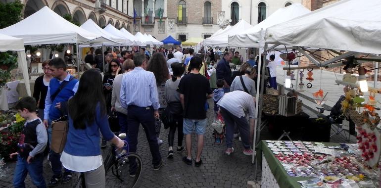"""Piazza Duomo, un istante di """"Crema petalosa"""""""