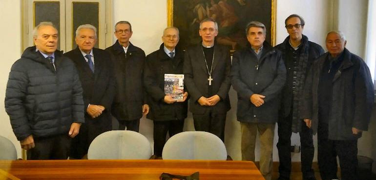 Auguri Di Buon Natale Al Vescovo.I Cavalieri Della Repubblica Dal Vescovo Di Crema Per Gli